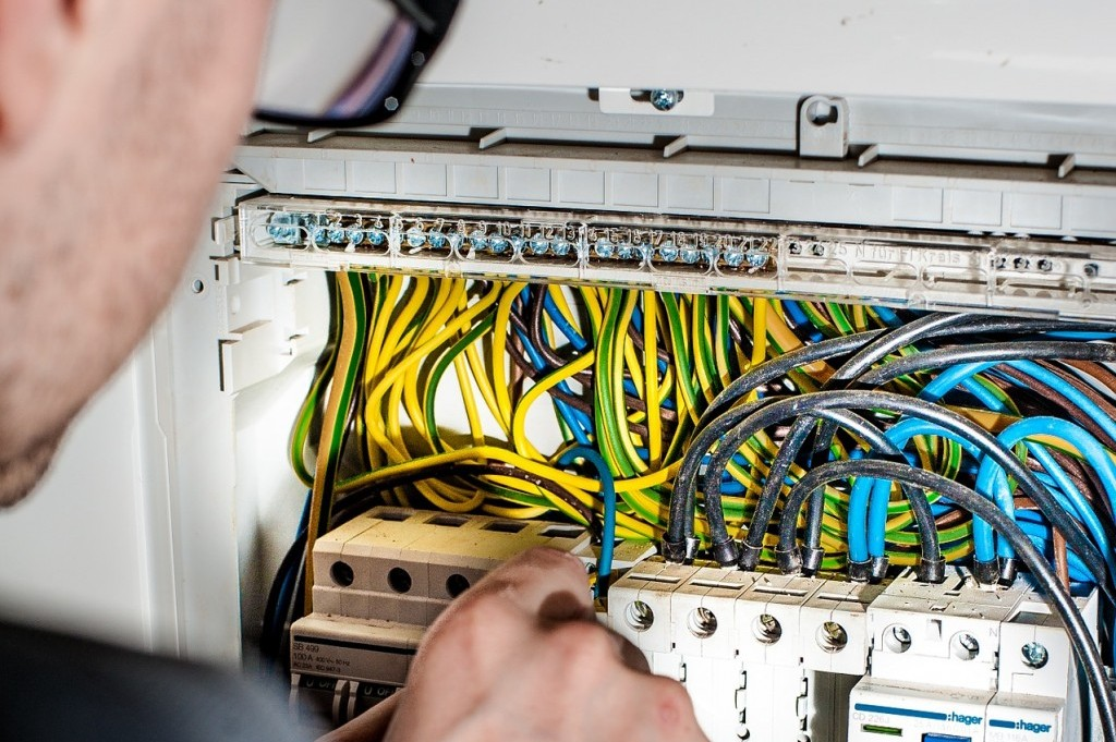 electrician-1080573_1920